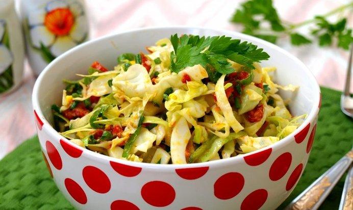 Салат с капустой помидорами яйцом и
