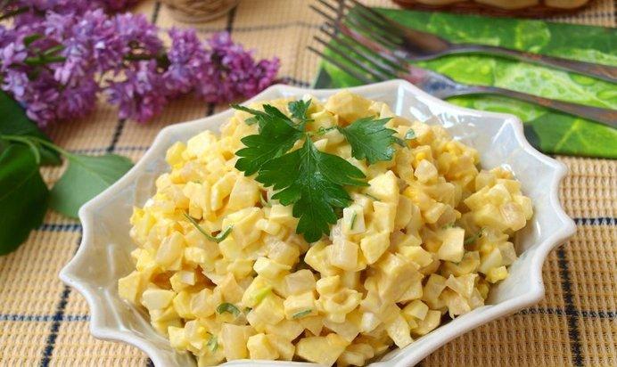 Салат с кальмарами с яблоком рецепт
