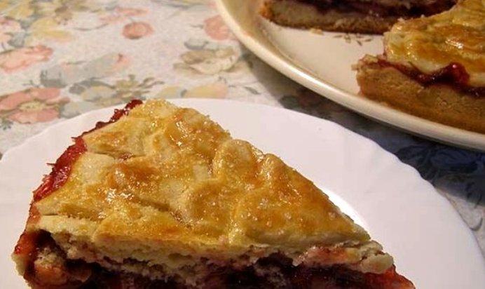 Пирог с клубникой из песочного теста с пошагово в духовке