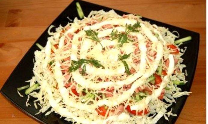 Рецепт салата из пекинской капусты с колбасой с