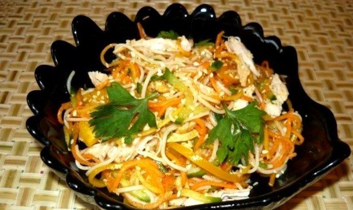 Салат из фунчозы с курицей простой рецепт с