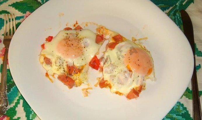 Яичница с помидорами и колбасой рецепт пошагово
