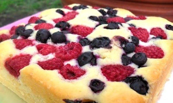 Простой торт с ягодами рецепт с фото