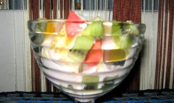 Салат из яблок апельсина и киви
