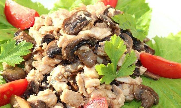 Салат из окорочка и грибов с