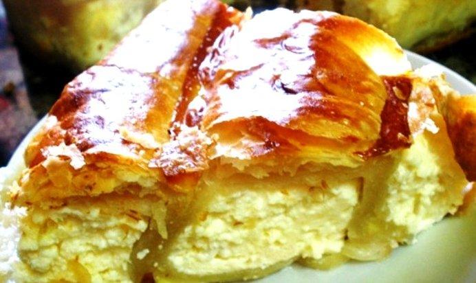 Пирог из слоеного теста с творогом с пошагово