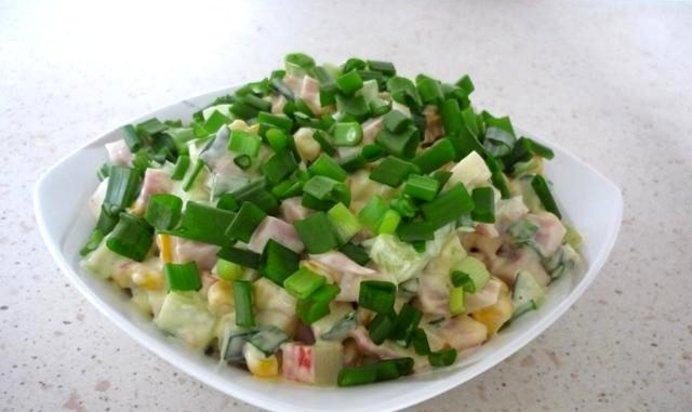Салат в домашних условиях с кукурузой 899