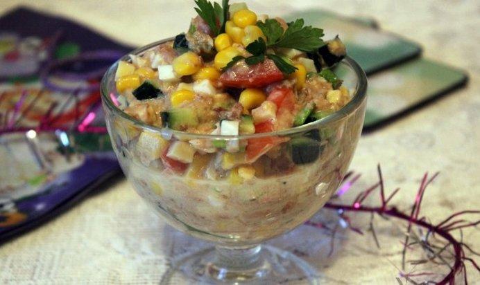 рецепт салата из тунца консервированного с капустой
