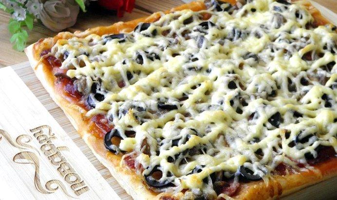Пицца в домашних условиях на слоеном тесте в духовке