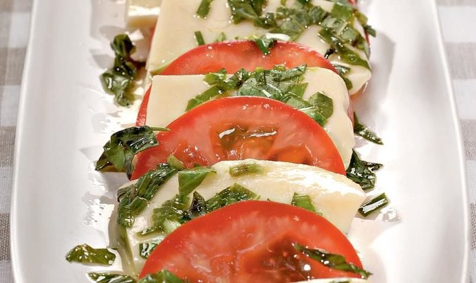 Салат сыр с помидорами рецепт с