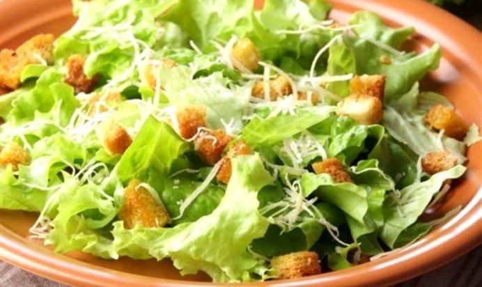 Салат сырный цезарь фото