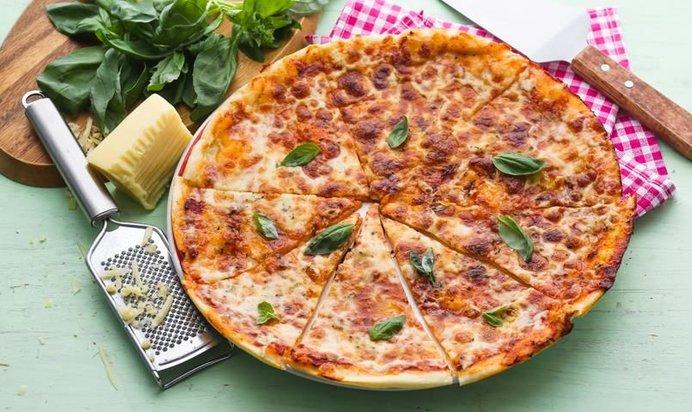 Приготовить пиццу тонкую дома