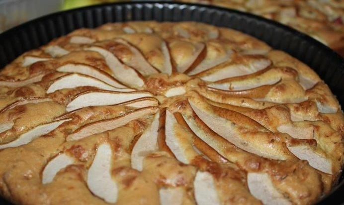 Шарлотка традиционная с яблоками рецепт