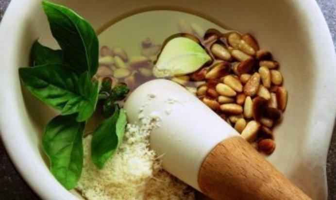 Приготовления домашнего соуса песто