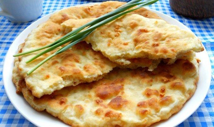 Сырные лепешки колбасой рецепт фото