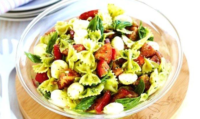 Салат с моцареллой и помидорами пошаговый рецепт