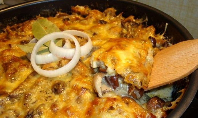 Картофельная запеканка с сушеными грибами в духовке