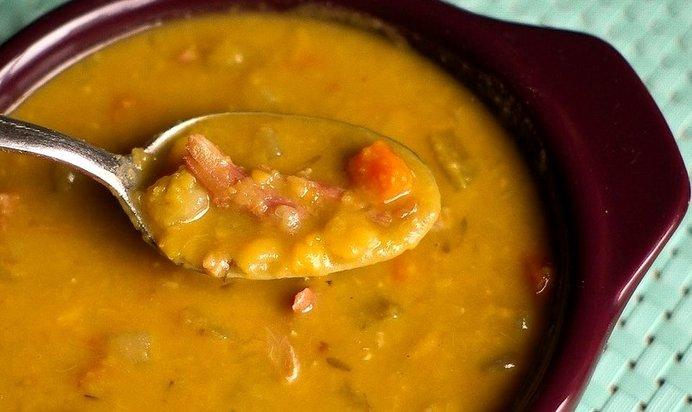 Суп гороховый с копчеными крылышками пошаговый