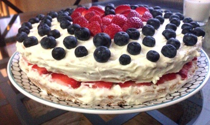 Бисквитный торт с сырно сливочным кремом