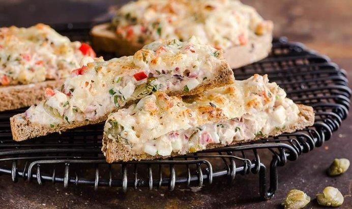 Бутерброды с тунцом консервированным рецепт с фото