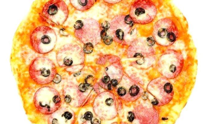 Рецепт пиццы с колбасой и маслинами