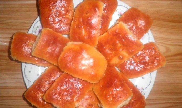 Приготовить пирожки с яблоками из дрожжевого теста