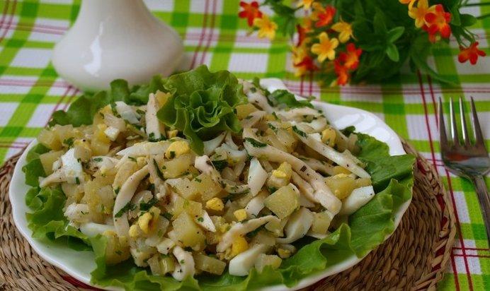 Салат кальмары картофель огурец соленый