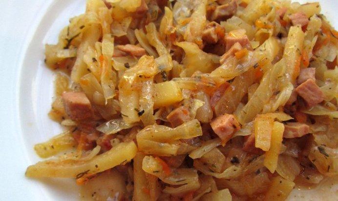 Тушеная квашеная капуста с сосиской в рецепт с пошагово