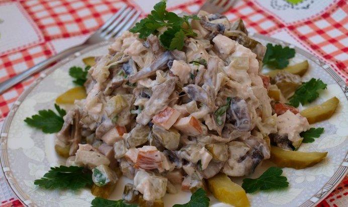 Салат с курицей и грибами огурцами слоями рецепт