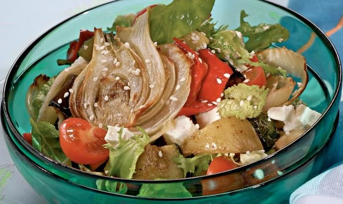 Рецепты салатов с жареными яйцами