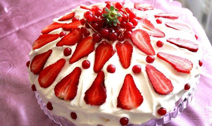 Бисквитный торт со взбитыми сливками рецепт с фото