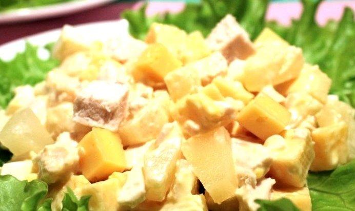 Простой салат с ананасом и копченой курицей рецепт