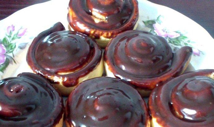 Бисквитный шоколадный рулет с масляным кремом. Пошаговый