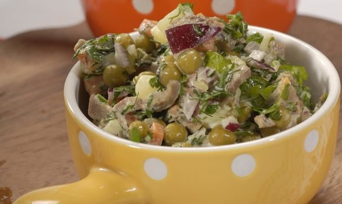 салат с языком свиным рецепты с помидором