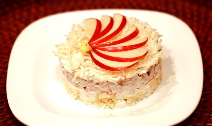 Рецепт салата слоями с яблоком с фото