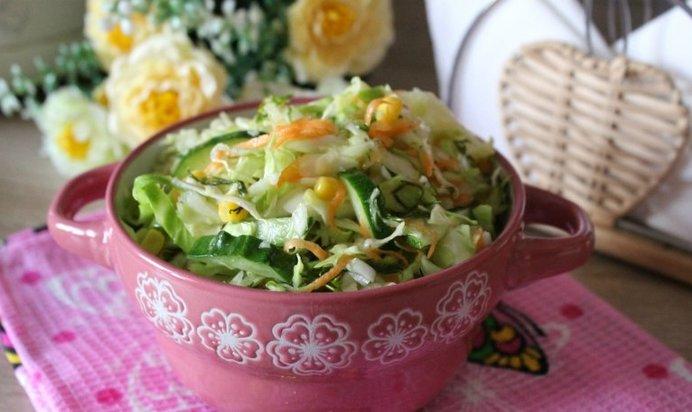 Рецепт салата с капустой кукурузой огурцом и крабовыми палочками