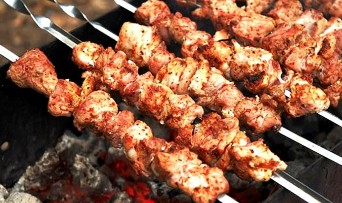 Вкусное мясо свинина для шашлыка сочное